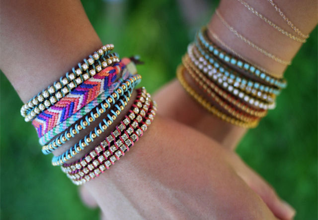 Как сделать браслеты из резинок на рогатке  Видео уроки о
