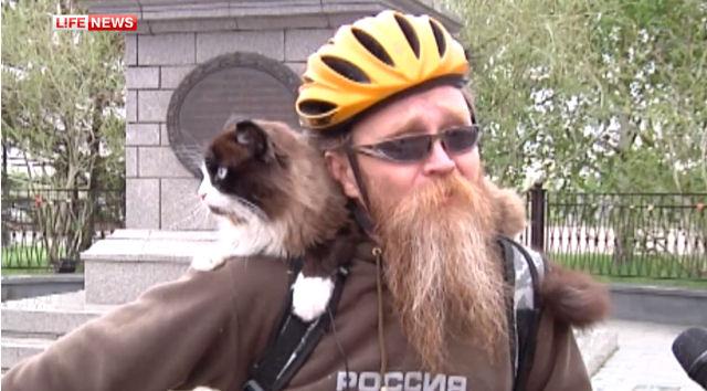 Кот Морда – любит велосипед и своего хозяина