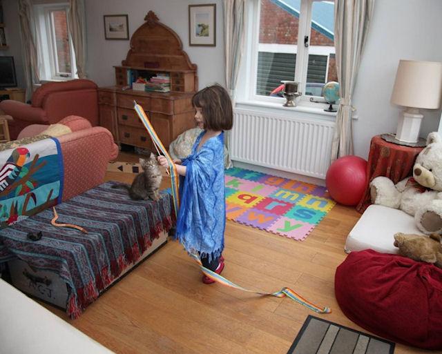 Кот помог 4-летней девочке бороться с аутизмом