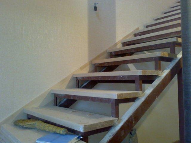 Лестница из металлопрофиля своими руками