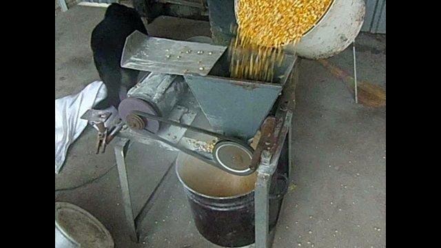 Зернодробилка из электродвигателя своими руками 95