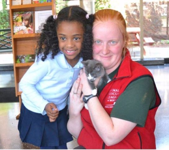 Пятилетняя девочка спасла котенка