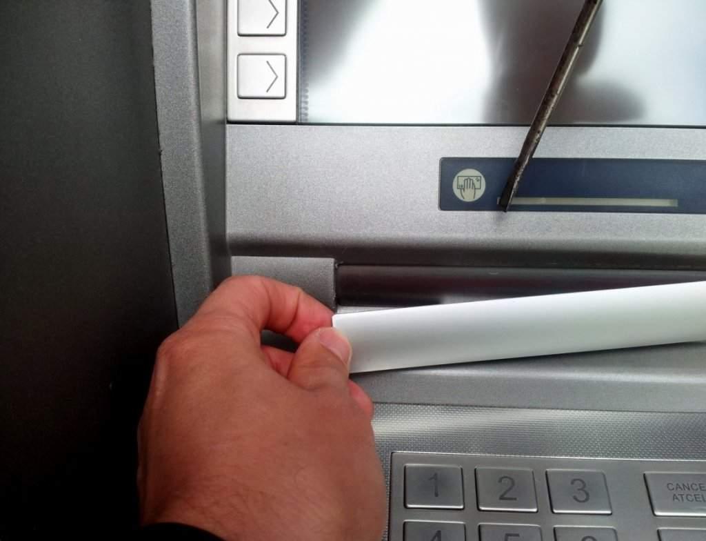 Столичные медвежатники за день обчистили два банкомата на 500 тысяч гривен
