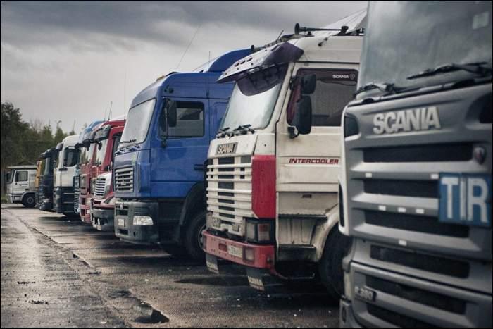 Украинские грузовики, следовавшие в Казахстан, застряли на российско-белорусской границе