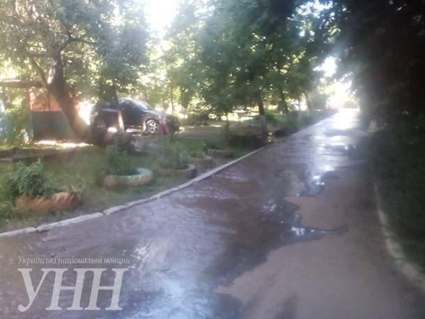 В результате прорыва трубы городского водопровода, в Мариуполе затопило центр города