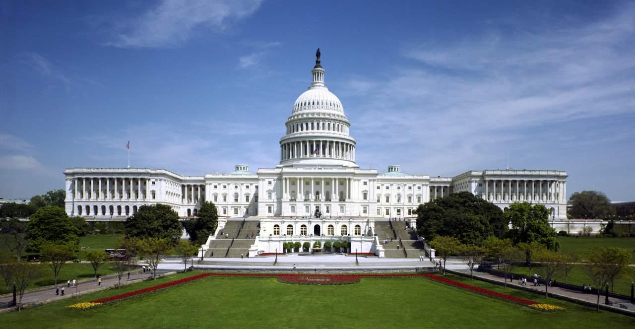 В Вашингтоне оцепили здание Конгресса