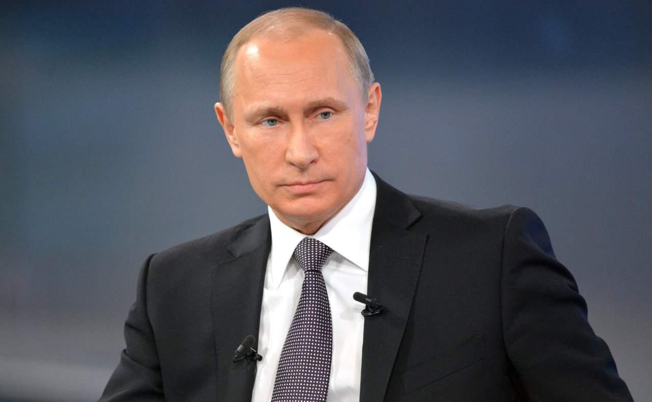 Путин обсудил ситуацию на Донбассе с Меркель и Олландом в телефонном режиме