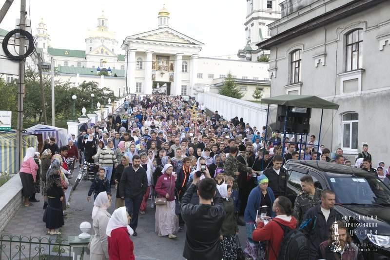 На Западе Украины стартовал всеукраинский крестный ход мира, любви и молитвы за Украину