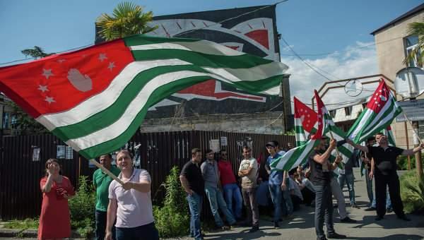 В Абхазии проходит референдум о досрочных выборах президента