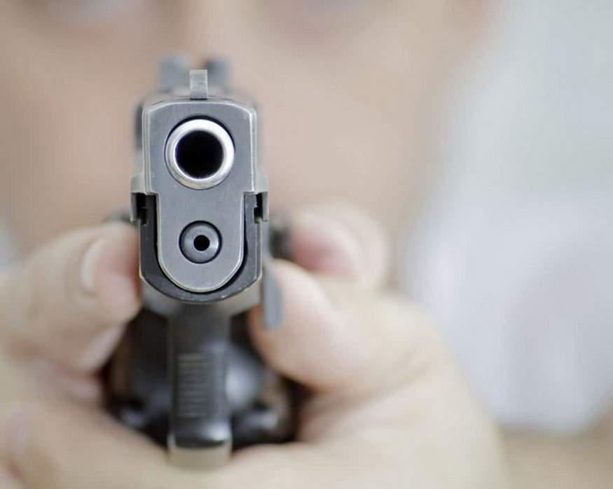 На Луганщине чиновник решал конфликт с местными жителями при помощи оружия
