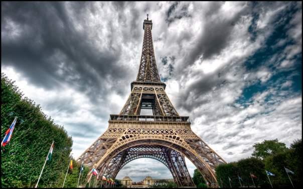 Эйфелеву башню закрыли из-за неспокойных футбольных фанатов