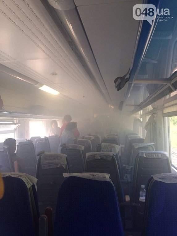 Пассажиры задымленного поезда Одесса-Киев делали селфи