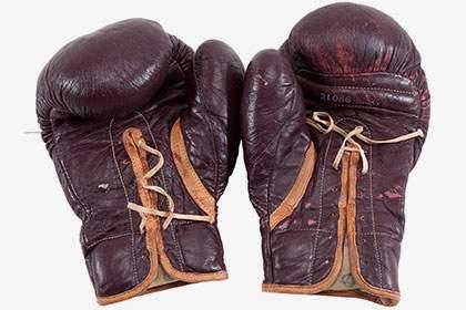 Перчатки с первого проигранного боя Мохаммеда Али выставлены на аукцион