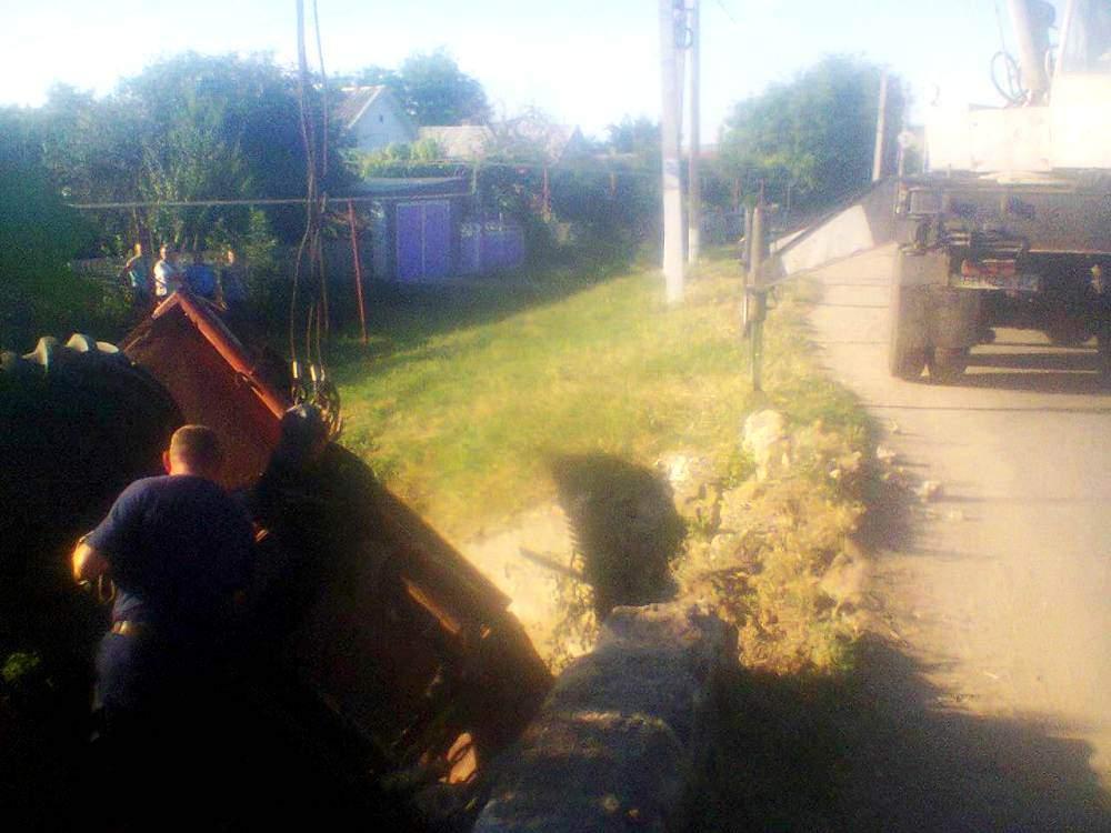 В Одесской области с моста слетел комбайн. Есть пострадавшие