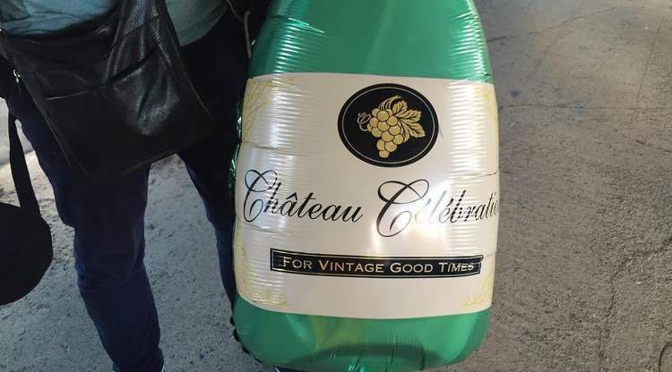 Болельщики припомнили Кокорину кутеж в Монте-Карло, прийдя на матч с надувными бутылками шампанского