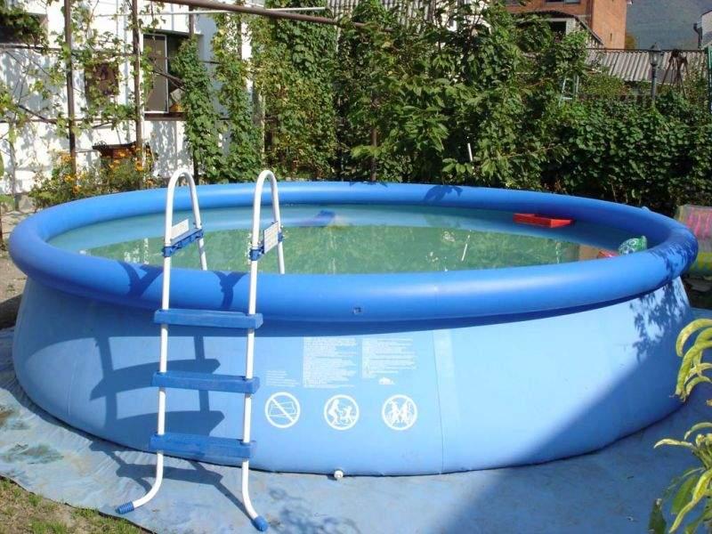 На Львовщине мужчина утонул в надувном бассейне соседа