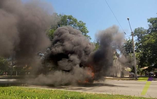 В  Одессе на дороге загорелся Volkswagen Sharan