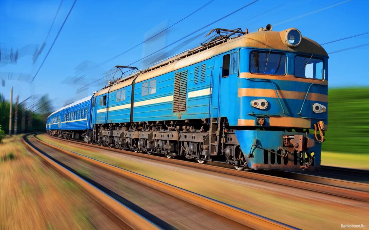Под Москвой поезд сбил девушку