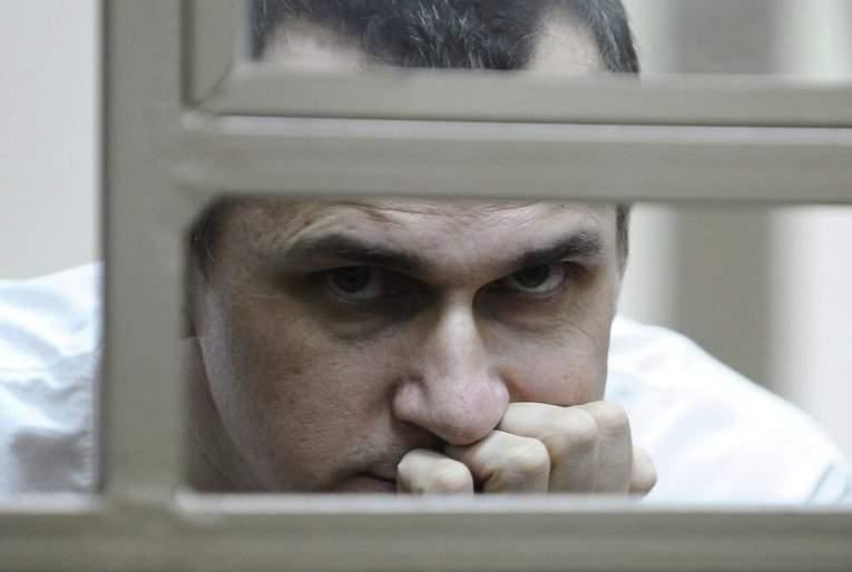 Порошенко поздравил заключенного в РФ Сенцова