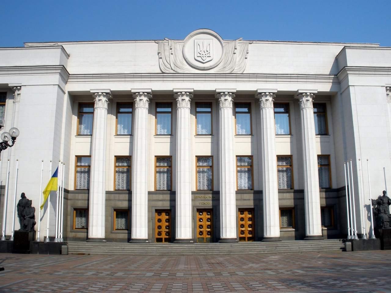 Украинцы предложили Порошенко прировнять блокирование трибуны Рады к терроризму