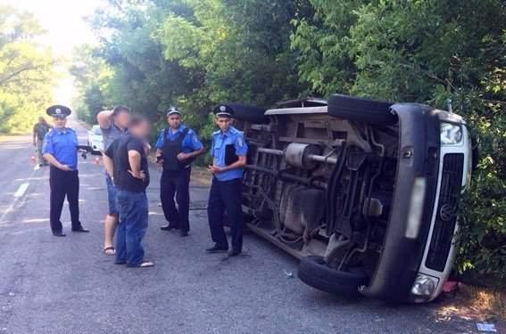 В Донецкой области перевернулся микроавтобус с 17 пассажирами