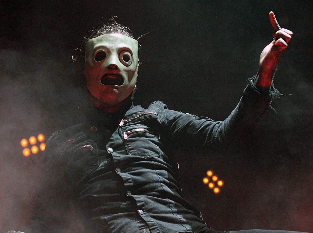 Вокалист группы Slipknot выбил смартфон из рук фаната, который увлекся перепиской