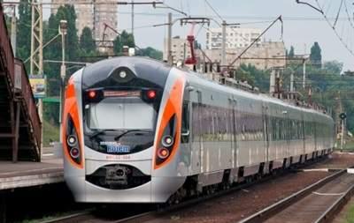 В Полтаве пассажирский поезд Hyundai сбил 44-летнего мужчину