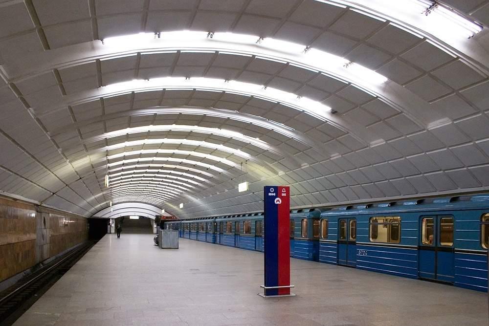 В Москве прорвало трубу у подземного перехода
