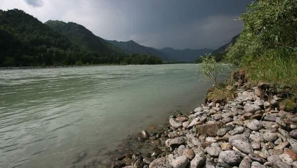В результате сильного течения на реке в РФ пропали двое детей. Ведутся поиски