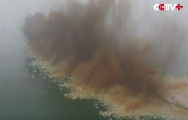 В китайской провинции взорвали 4-киломентровую дамбу