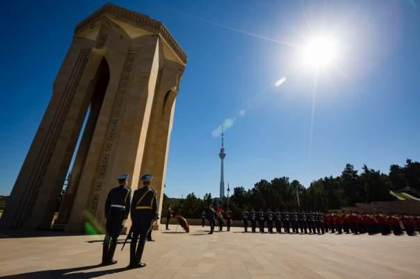 Порошенко почтил память патриотов Азербайджана