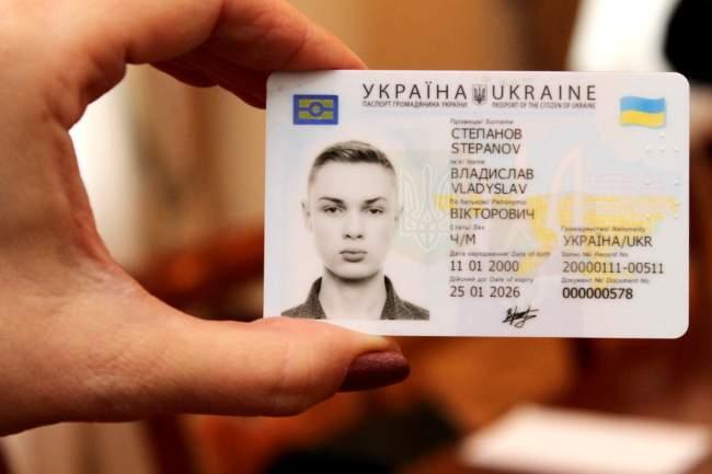 Аваков подробно рассказал о новых ID-паспортах