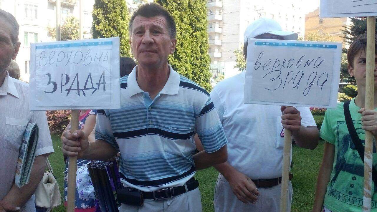 В Кировограде перед горсоветом проходит митинг против переименования в Кропивницкий
