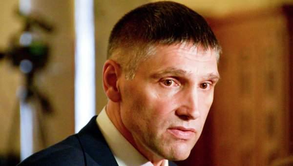 Мирошниченко дал мастер-класс по тайной передачи денег