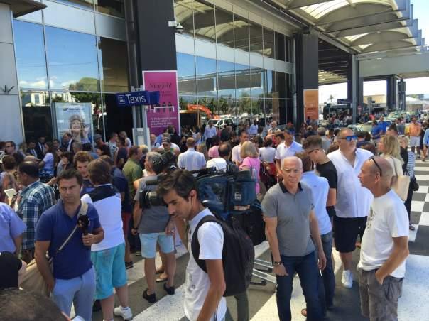 В аэропорту Ниццы проходит эвакуация