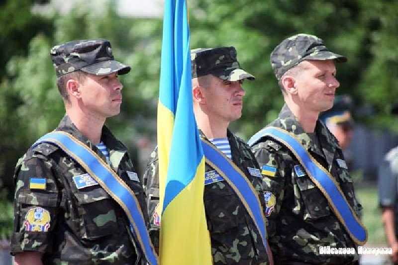 Гройсман поздравил украинских воинов с Днём миротворца