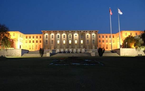На здание турецкого парламента сбросили бомбу