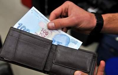 Турецкая лира упала почти до восьмилетнего минимума