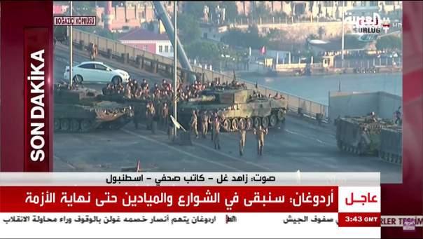 Турецкие военные-мятежники сдаются с поднятыми руками
