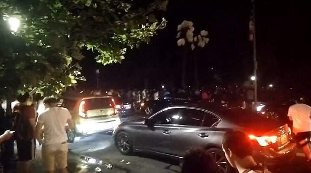 Фанаты Pokemon Go, ночью в Нью-Йорке, прибежали в парк за редким покемоном