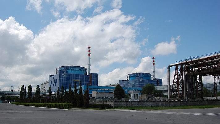 На Хмельницкой АЭС был отключен энергоблок из-за протечки