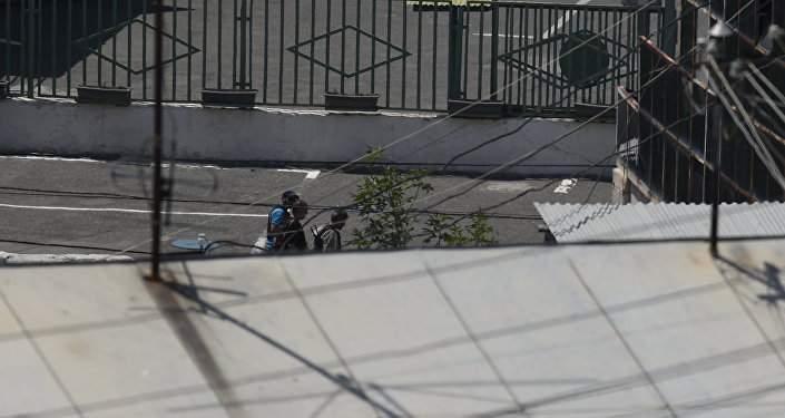 В Ереване продолжаются переговоры с захватившими полицейское здание злоумышленниками