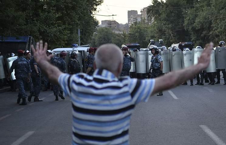 Оппозиция Армении призывает граждан собраться на центральной площади столицы