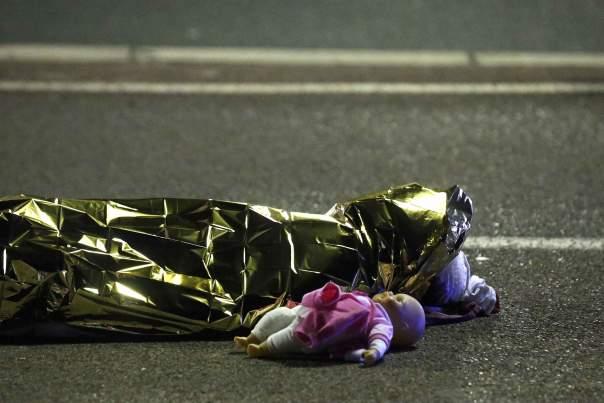 Во Франции задержаны 8 соучастников теракта в Ницце