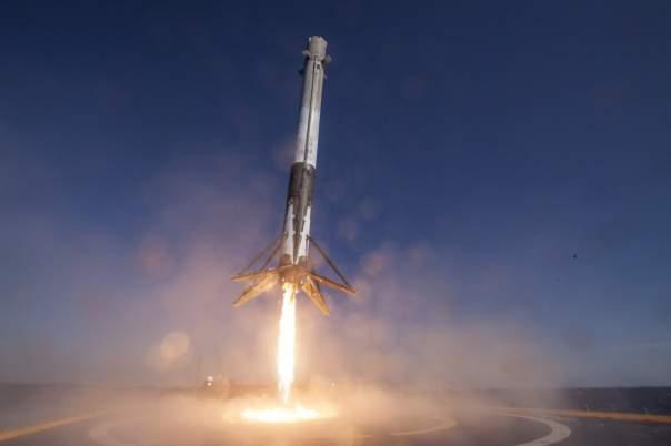 Первая ступень ракеты Falcon 9 совершила успешную посадку