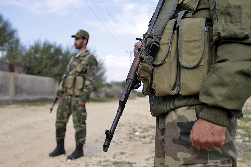 Военный открыл стрельбу у здания суда в Анкаре