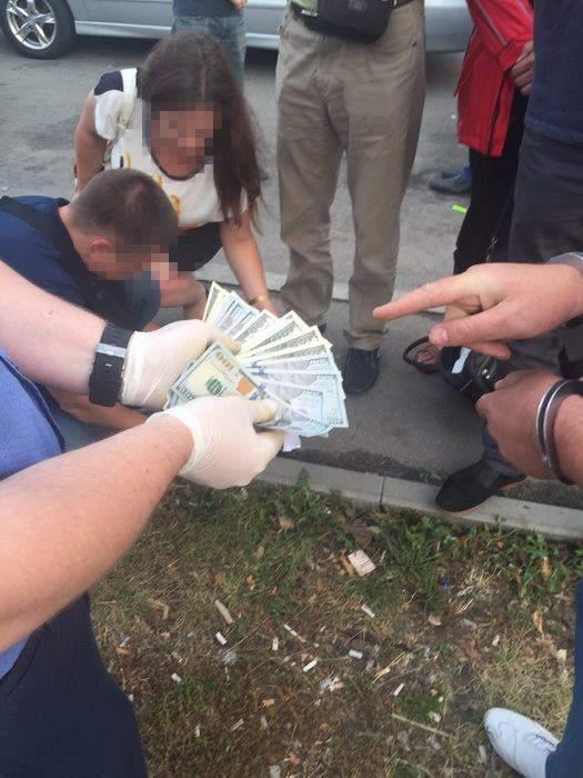 В Киеве задержали на взятке двух сотрудников Госсельхозинспекции