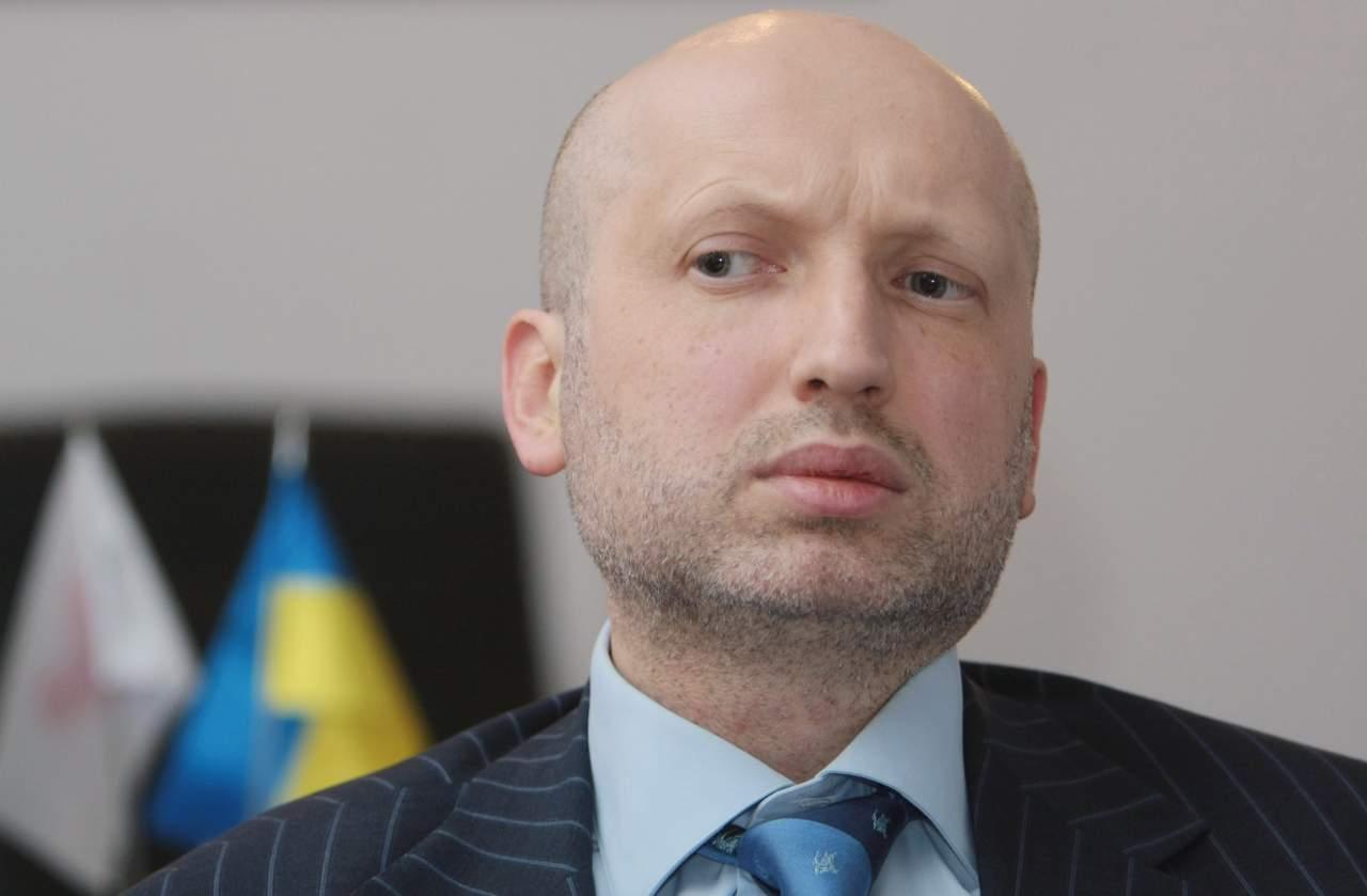 Турчинов готов рассмотреть вопрос о вводе военного положения в Украине