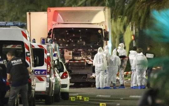 Франция продлила режим чрезвычайного положения