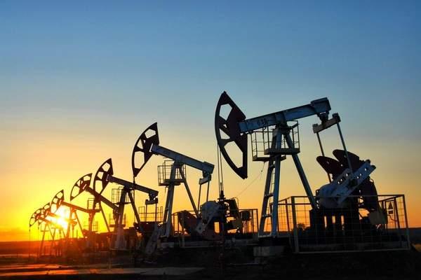 Цены на нефть медленно растут